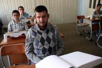 DIPLOMASı - Görme Engelli Taha, Kur'an-I Kerim'i 8,5 Ayda Ezberledi