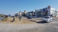 MOTOSİKLET SÜRÜCÜSÜ - Otomobil Motosiklete Çarpıp Kaçtı Açıklaması 2 Yaralı