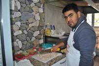 SÜLEYMAN DEMİR - Özbekistanlı Genç Gezmek İçin Geldiği Türkiye'de Kokoreç Ustası Oldu