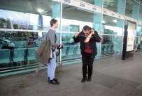 MÜZIKAL - Eşi Doğum Yapan Babadan Havalimanında Kemençeli Kutlama