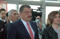 KAMU GÖREVLİLERİ - Selahattin Gürkan, Yılın İlçe Belediye Başkanı Ödülünü Aldı