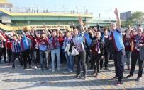 KADIN TARAFTAR - Trabzonsporlu Taraftarlar Merter'de Toplandı