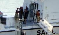 DENİZ KUVVETLERİ - Yan Yatan Geminin 8 Personeli Kurtarıldı