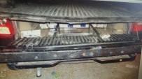 KAÇAK SİGARA - Aracın Zulasından 3 Bin 750 Paket Kaçak Sigara Çıktı