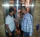 MAHSUR KALDI - Asansörde Mahsur Kalan 4 Kişiyi İtfaiye Kurtardı