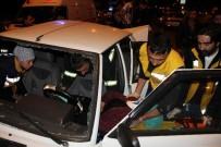 ÇEKIM - Karşıya Geçmeye Çalışan Yaşlı Kadına Çarpan Otomobil Elektrik Direğine Çarptı, Diğer Otomobil İse Ters Döndü