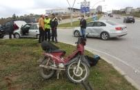 MOTOSİKLET SÜRÜCÜSÜ - Motosiklet Otomobille Çarpıştı Açıklaması 1 Yaralı