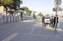 BOMBA PANİĞİ - Orduevi önünde bomba paniği