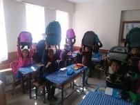 BAYRAM HAVASI - Ortahisar Belediyesi Van'ın Erçiş İlçesindeki Bir Okula Kırtasiye Yardımı Yaptı