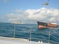 DENİZ KUVVETLERİ - Yardım İsteyen 8 Personel, Gemiden Böyle Kurtarıldı