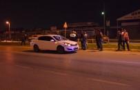 TOYOTA - Yoldan Karşıya Geçmeye Çalışan Yayaya Otomobil Çarptı Açıklaması 1'İ Ağır 2 Yaralı