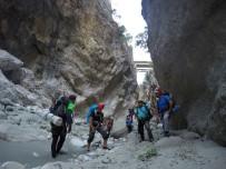 KANYON - 5 Saat Aranan 11 Dağcı Kanyondan Kendi İmkanlarıyla Çıktı