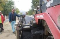 YAYALAŞTIRMA - Atatürk Mahallesinde Asfalt Çalışmaları Devam Ediyor