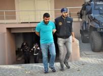 İSTIHBARAT - İzmir'de yakalanan bombacılar adliyeye sevkedildi