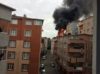 AHMET YıLMAZ - Kağıthane'de Binanın Çatısı Alev Alev Yandı, Mahalleli Sokağa Döküldü