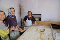 ARKEOLOJI - Mahalle Fırınları Yine Bazlama, Katmer Ve Köy Ekmeği Pişirecek
