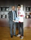 DÜNYA ŞAMPİYONU - Dünya Taekwondo Şampiyonu Sultangazi'nin Gururu Oldu