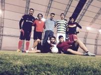 SOSYAL PAYLAŞIM - Kalp Krizi Geçiren Futbolcu Hayatını Kaybetti