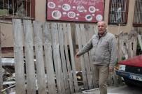 TARİHİ BİNA - Muhtardan, 'Çöp Atmayın' Uyarısı