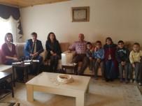 DOĞUM GÜNÜ - Öğrenciler Şehidin Doğum Gününde Baba Evini Ziyaret Ettiler