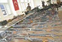JANDARMA KOMUTANI - PKK Operasyonunda Ele Geçirilen Silahlar Sergilendi