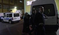 BEBEK - Üşüyen bebek polisin üniformasına sarılarak ısındı