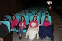 GÖLGE OYUNU - Yozgat'ta Öğrenciler Hacivat Ve Karagöz İle Eğlendi