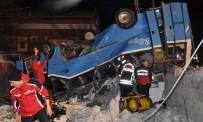 TUTUKLU SANIK - 9'U Üniversiteli 11 Kişinin Öldüğü Kazada Midibüs Sürücüsünün Cezası 10 Yıla Çıktı