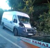 Bartın'da Kamyon İle Minibüs Çarpıştı Açıklaması 1 Yaralı