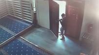 POLİS EKİPLERİ - Camide Yaşanan Hırsızlık Girişimi Kamerada