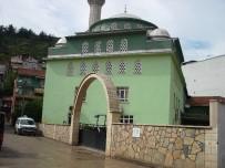 KURUÇEŞME - Derece Camii'nde Düzenleme Çalışmaları Sürüyor