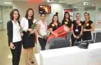 HASTA HAKLARI - Hasta Hakları Günü'nü Çiçek Vererek Kutladılar