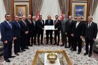NURETTIN ÖZDEBIR - TOBB Heyeti Demokrasi Şehitleri İçin Toplanan Parayı Cumhurbaşkanı Erdoğan'a Takdim Etti