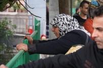 POLİS EKİPLERİ - Yaşlı Kadın Yanan Evini Gözyaşları İçinde İzledi