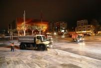 TRAFİK MÜDÜRLÜĞÜ - 758 Personel İstanbul'u 24 Saat Temizliyor