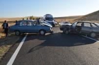 SAĞLIK EKİPLERİ - Ankara'da Trafik Kazası Açıklaması 4 Yaralı