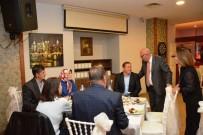 CUMHURIYET BAYRAMı - Başkan Eşkinat Muhtarlar İle Bir Araya Geldi