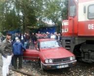 YOLCU TRENİ - Trenin Çarptığı Otomobilden Hafif Yaralı Kurtuldu