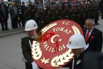 CEVDET CAN - Asker Ve Polis Birlikte Atatürk Anıtı'na Çelenk Koydu