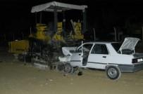 GÖRGÜ TANIĞI - Otomobil, Asfaltlama Makinesine Ok Gibi Saplandı Açıklaması 2 Ölü