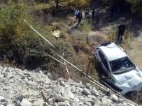 GÖVDELI - Otomobil Şarampole Uçtu Açıklaması 1 Ölü, 1 Yaralı