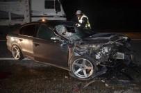 Traktöre Çarpan Otomobilin Sürücüsü Hayatını Kaybetti