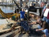 BALIKÇI TEKNESİ - Balıkçı teknesinin ağlarına 'uçak pervanesi' takıldı