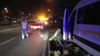 METRO İSTASYONU - Ehliyeti Yetersiz Okul Servis Şoförü Kaza Yaptı Açıklaması 1 Yaralı