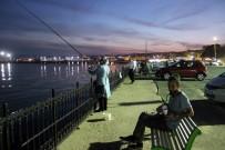 BALIK TUTMAK - Haftanın Stresini Balık Tutarak Gideriyorlar