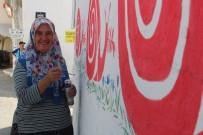 ÜNİVERSİTE MEZUNU - Köyünün Duvarlarında Çiçek Açtıran Kadın