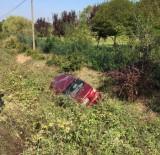 KOZCAĞıZ - Otomobil Şarampole Devrildi Açıklaması 2 Yaralı