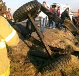 Traktör İle Otomobil Çarpıştı Açıklaması 3 Ölü, 3 Yaralı