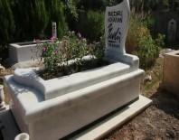 ASKER KAÇAĞI - Ünlü Karikatürist Bedri Koraman'ın Mezarı Açılacak