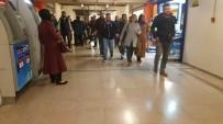Afişler Metroyu Durdurdu